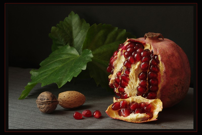 pomegranate-and-nuts-_1393874201.jpg